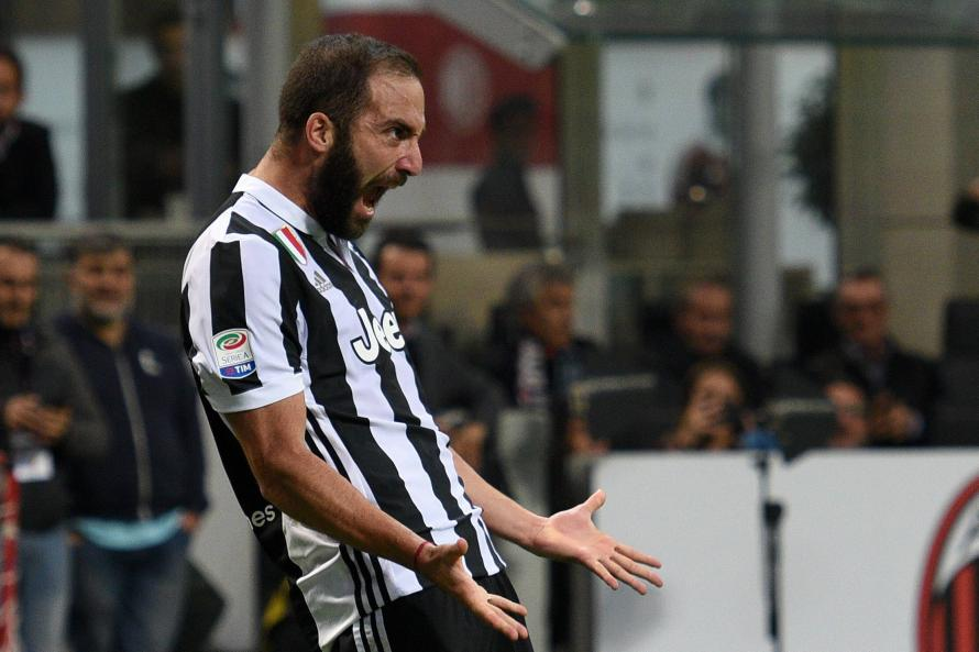 Gonzalo Higuain could be lured away from Serie A