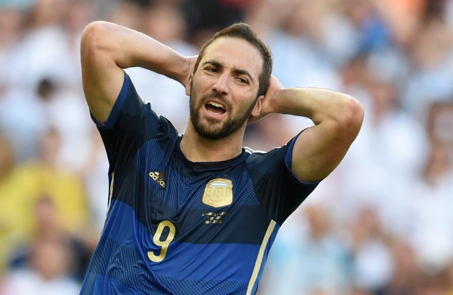 Chelsea are interested in Gonzalo Higuain but a move is looking unlikely according to reports in Italy