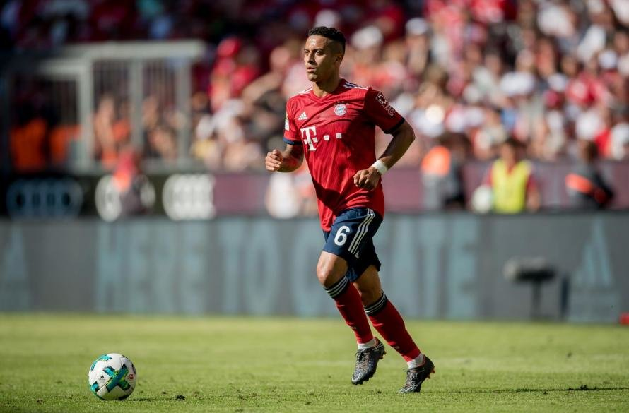 Chelsea, Manchester United in battle for £31m-Bayern Munich midfielder