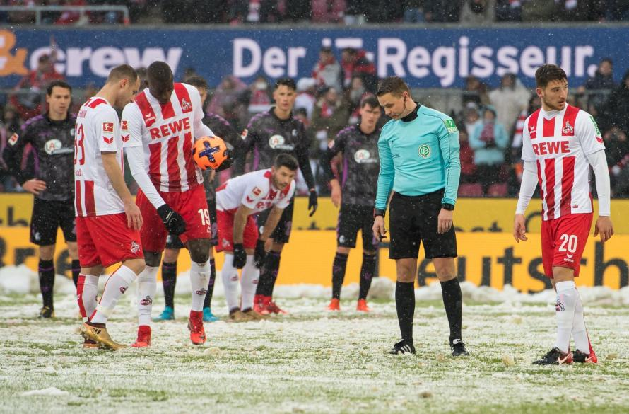 The Snow Caused Havoc In Bundesliga Game This Afternoon