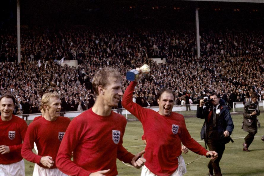 Bobby Charlton leads tributes to 1966 victor  Ray Wilson
