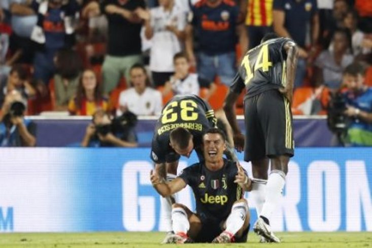 Juve's Ronaldo sent off against Valencia