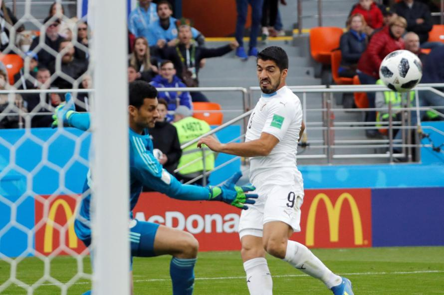 Uruguay sinks Egypt with late goal