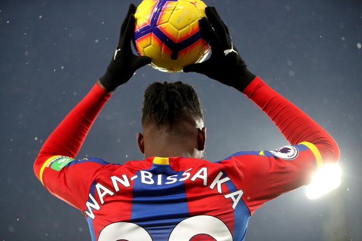 Aaron Wan-Bissaka lined up to replace Antonio Valencia