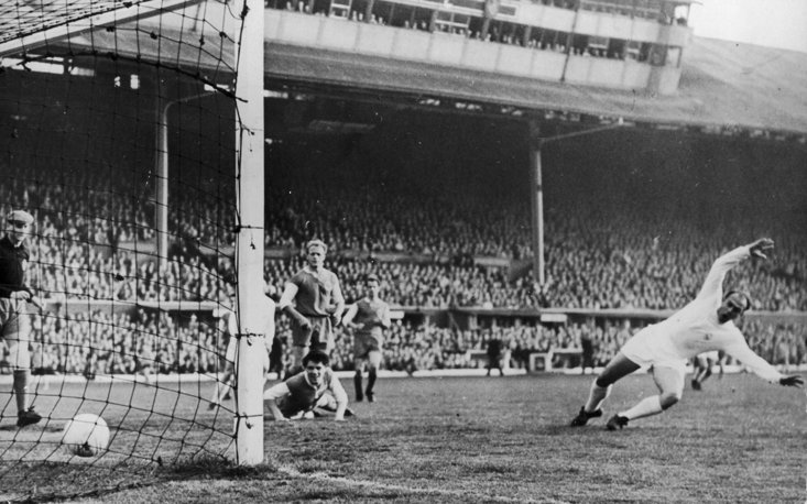 Di Stefano scores for Real Madrid