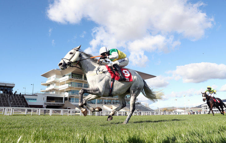 VINTAGE CLOUDS WINS ULTIMA HANDICAP CHASE