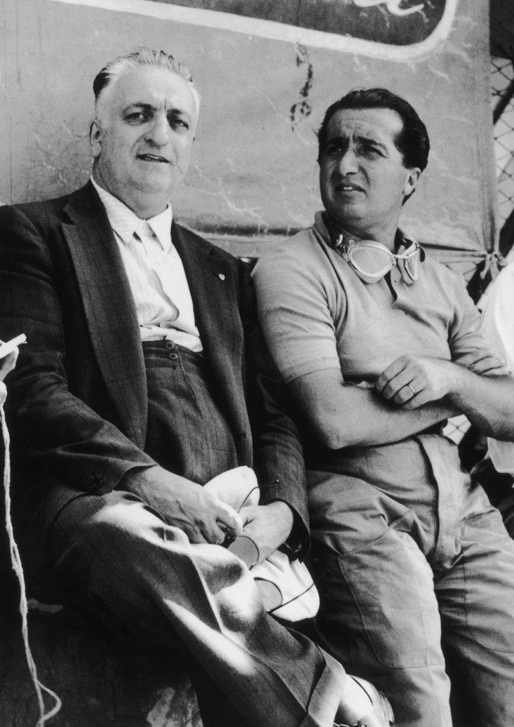 Alberto Ascari (a destra) e la leggenda Enzo Ferrari