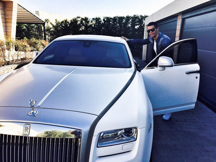Cristiano Ronaldo Leaves For Training In His Rolls Royce Ghost 92911_1jpg